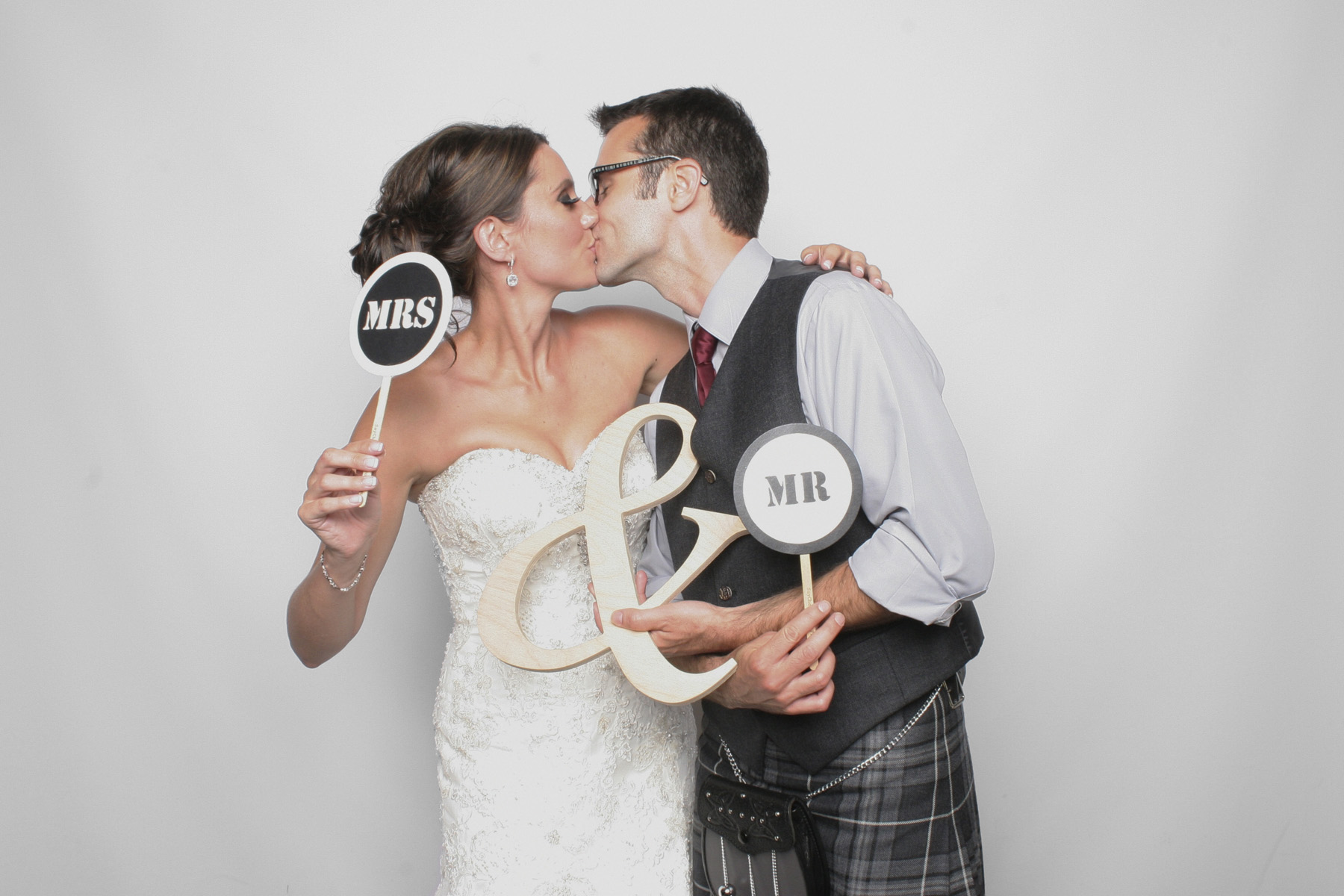 Baltimore-Photo-Booth-Scottish-Wedding-Couple-Kissing
